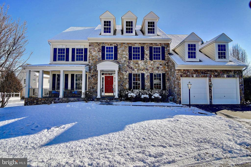 Timeless  stone front exterior - 44181 RIVERPOINT DR, LEESBURG