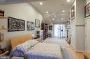 loft bed with soaring ceilings & hardwoods - 1332 N DANVILLE ST, ARLINGTON