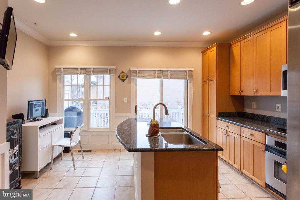Island with bar stool seating & breakfast space - 1332 N DANVILLE ST, ARLINGTON