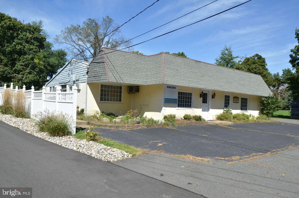 Varejo para Venda às 1059 OLD YORK Road Ringoes, Nova Jersey 08551 Estados UnidosEm/Em torno de: East Amwell Township
