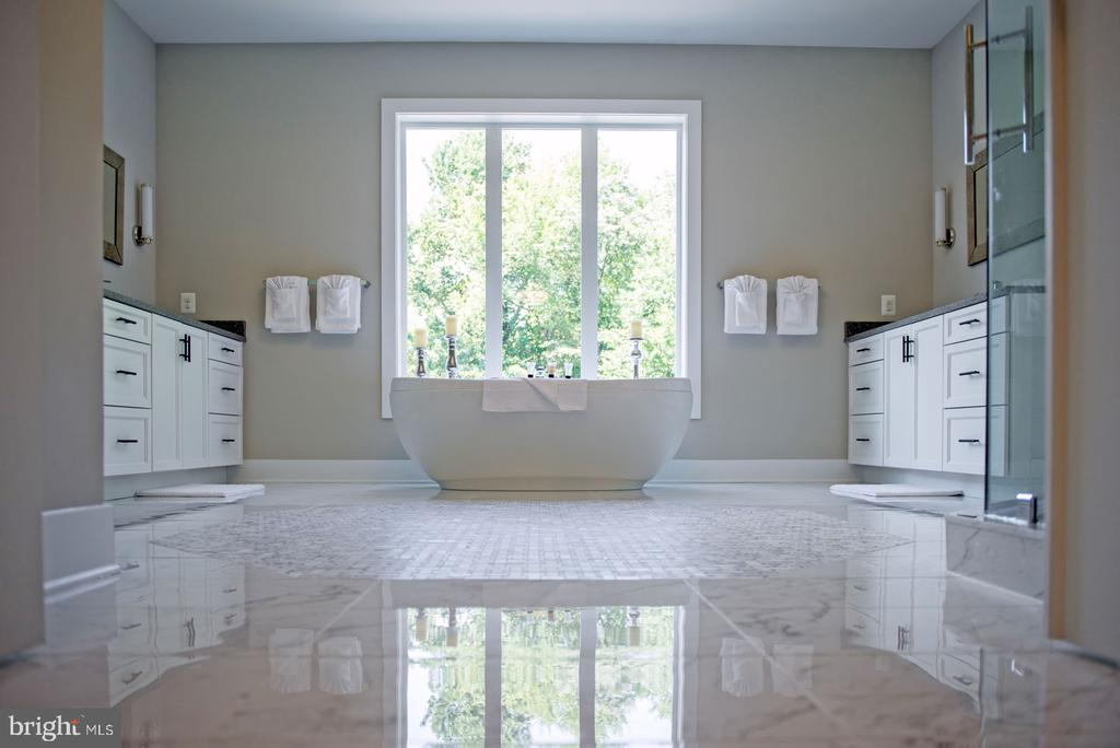 Free Standing Soaking Tub~Enjoy! - 10704 LOCKLAND RD, ROCKVILLE
