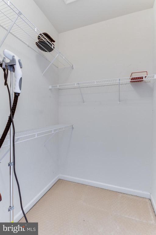 Walk In Closet - 493 BELMONT BAY DR, WOODBRIDGE