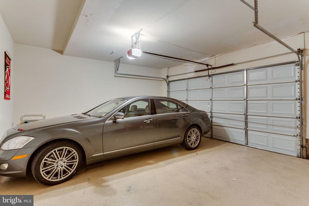 Two car Garage - 493 BELMONT BAY DR, WOODBRIDGE