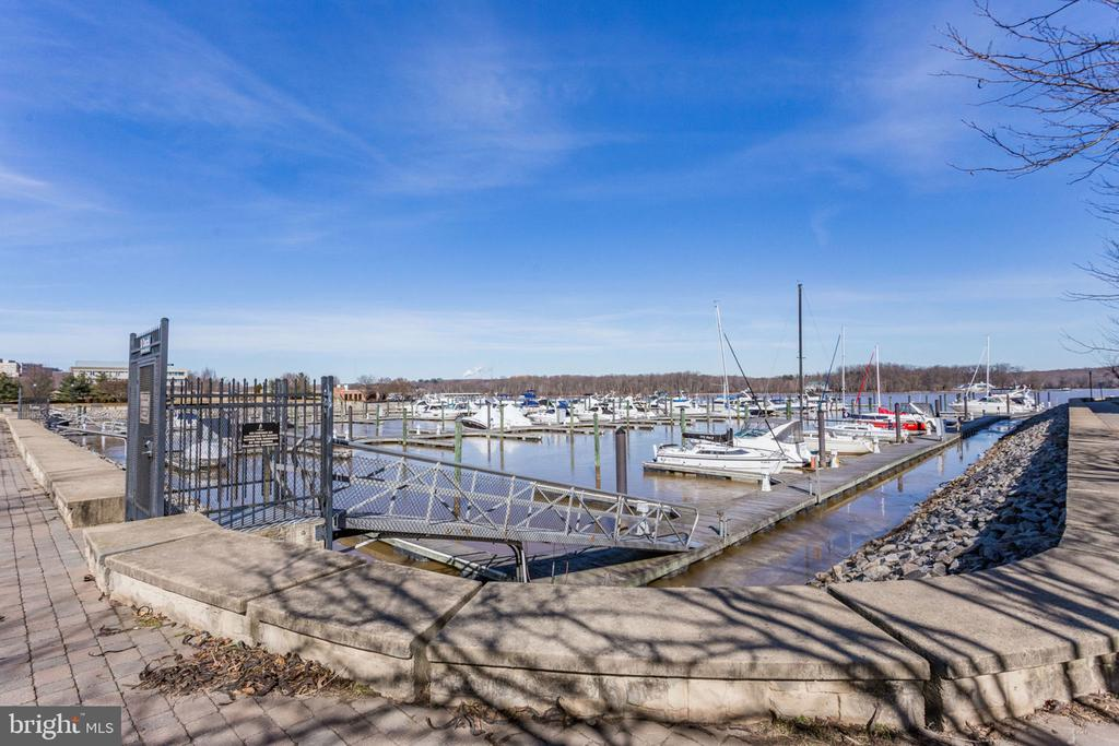 Steps Away from the Marina - 493 BELMONT BAY DR, WOODBRIDGE