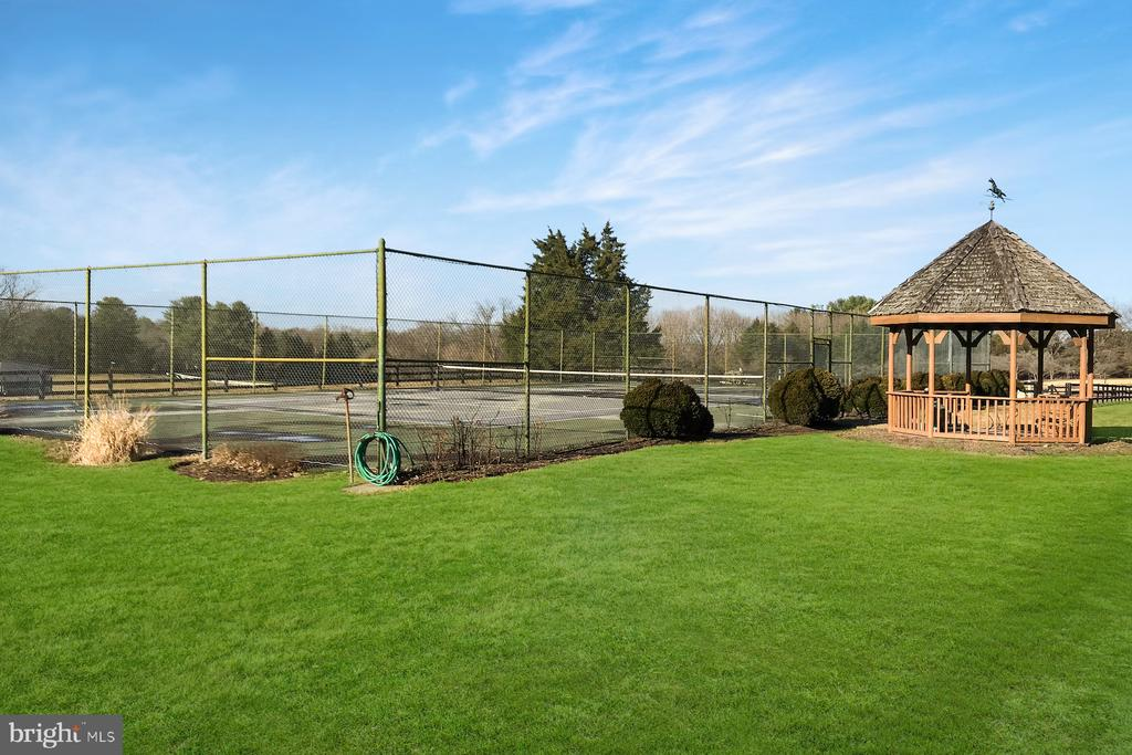 Tennis court and gazebo - 9421 CORNWELL FARM DR, GREAT FALLS
