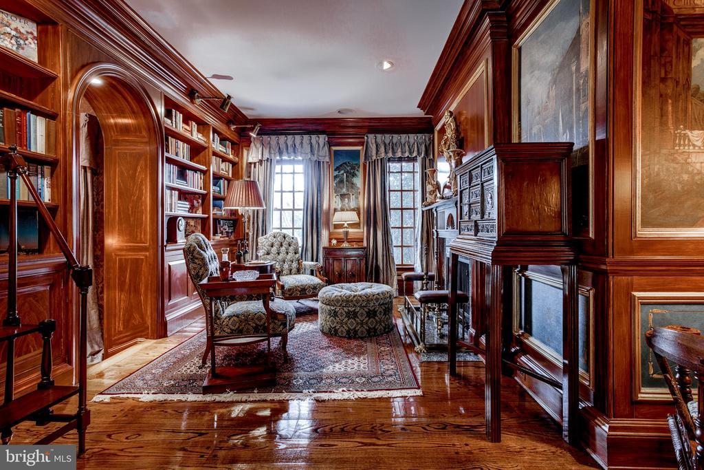 Rich mahogany library - 11408 HIGHLAND FARM CT, POTOMAC