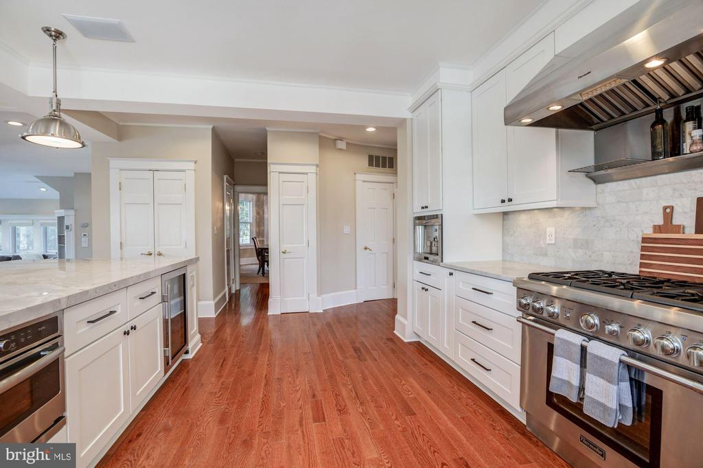 Top of the line appliances in 2017 remodel - 4619 27TH ST N, ARLINGTON