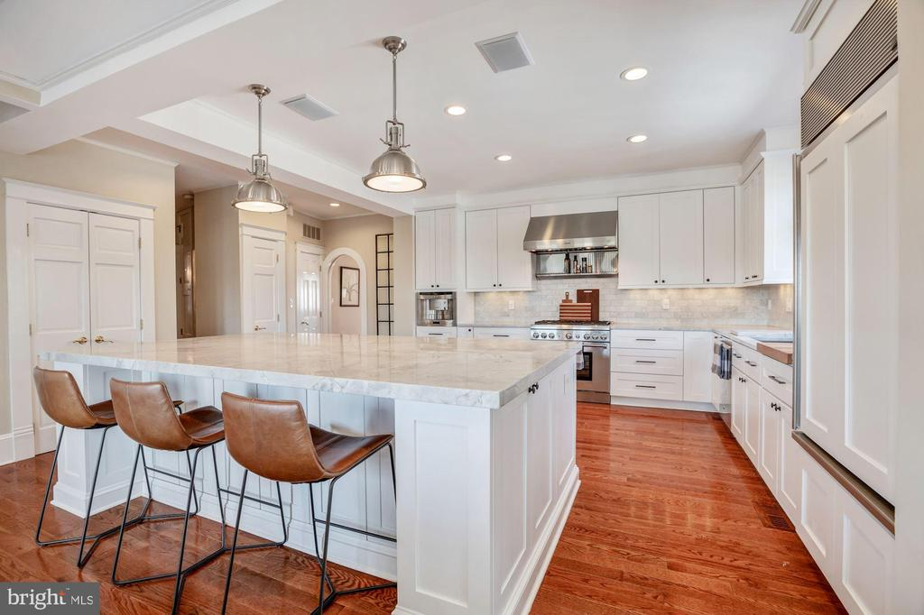 Huge island perfect for entertaining & cooking - 4619 27TH ST N, ARLINGTON