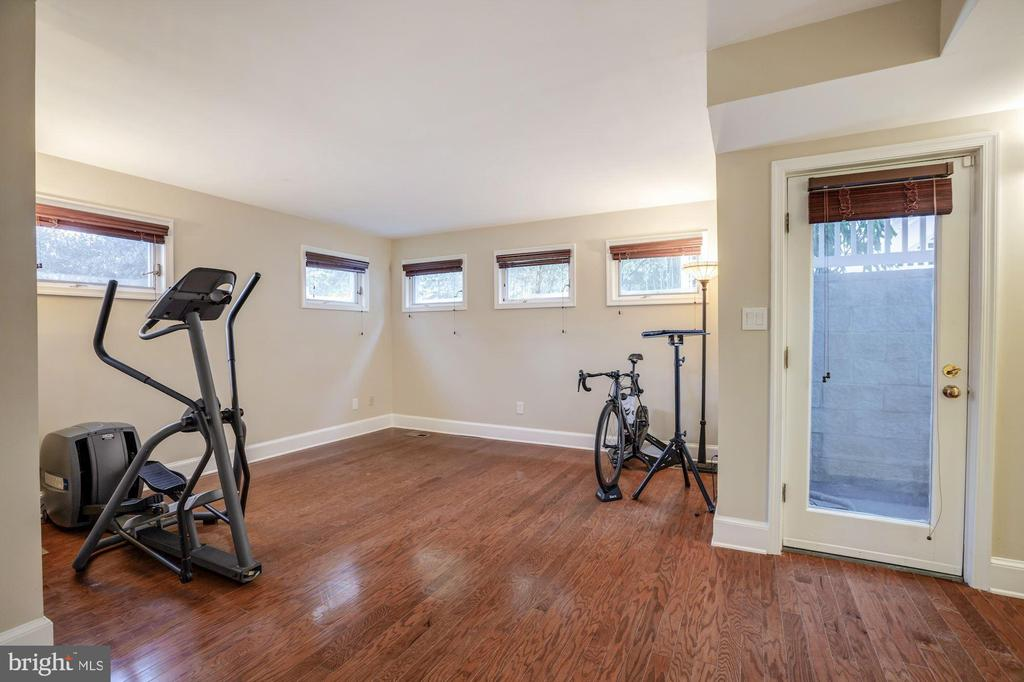 Lower Level Tower BR in rear tower for gym/au pair - 4619 27TH ST N, ARLINGTON