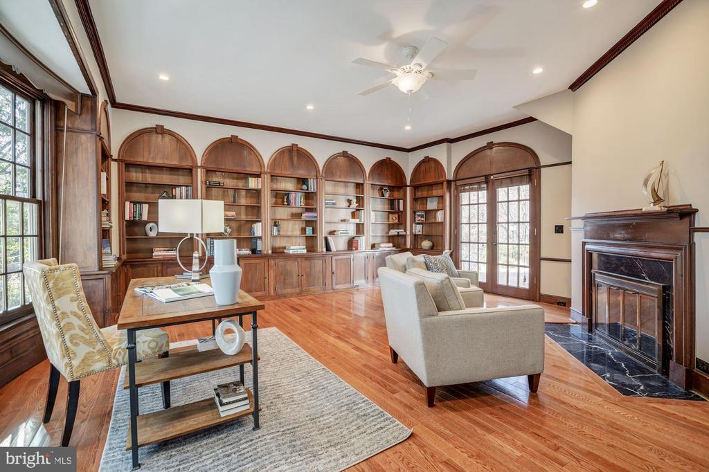 Endless bookshelves in the Library - 4619 27TH ST N, ARLINGTON