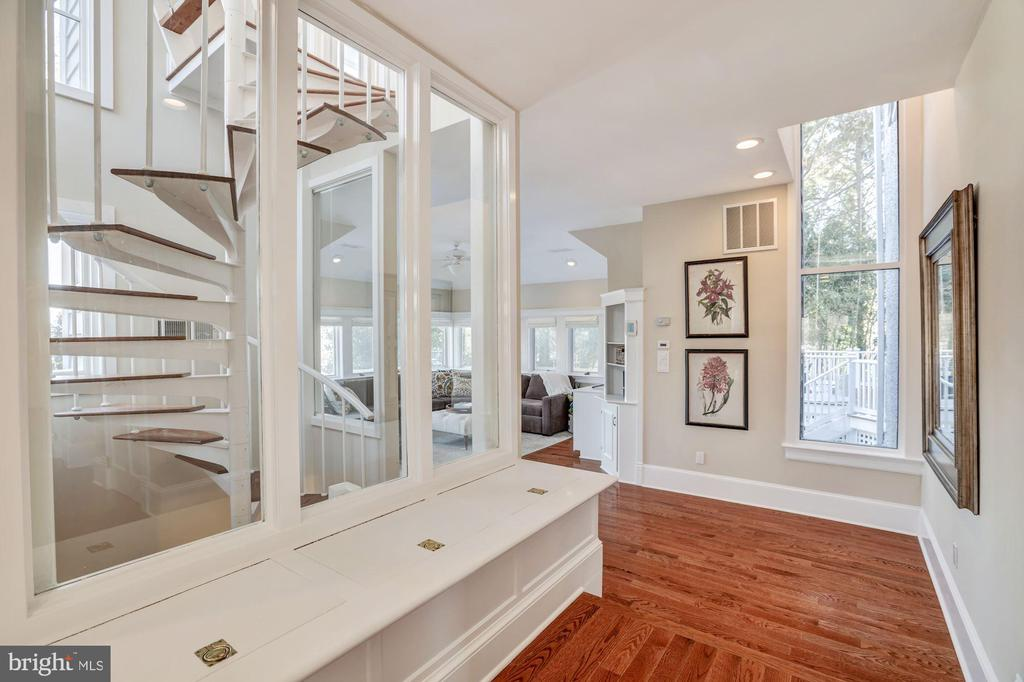 Circular stairs access LL au pair suite & 2nd  FR - 4619 27TH ST N, ARLINGTON