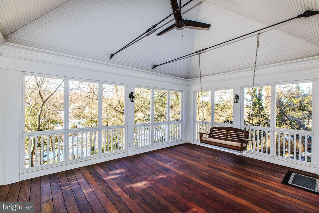 Fabulous screened porch off kitchen - 4619 27TH ST N, ARLINGTON