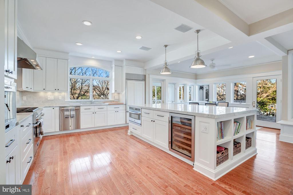 Main Kitchen has everything you would want. - 4619 27TH ST N, ARLINGTON