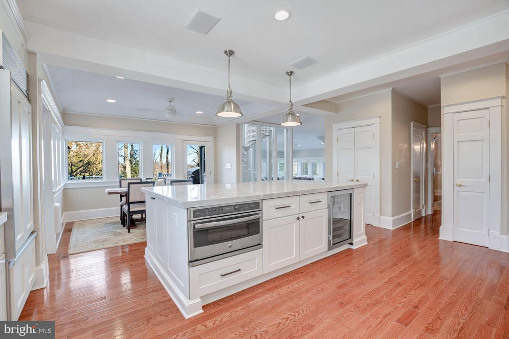The views never get old from this kitchen - 4619 27TH ST N, ARLINGTON