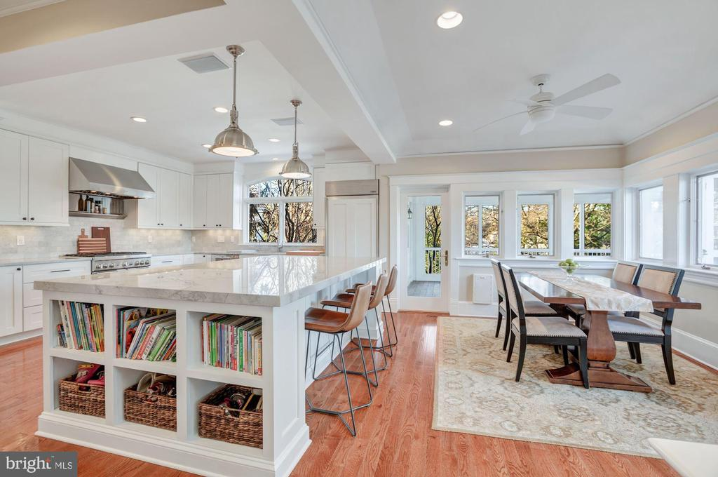 Access to the screened porch from the kitchen - 4619 27TH ST N, ARLINGTON