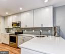 Gourmet Kitchen with breakfast bar - 11715 NORTH SHORE DR, RESTON