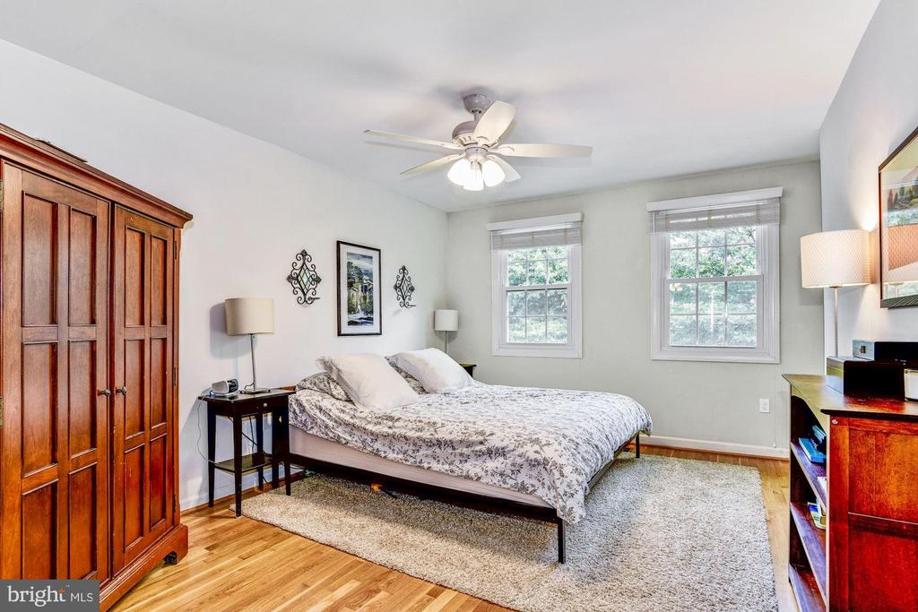 Master Bedroom w/ En Suite & Walk In Closet - 11715 NORTH SHORE DR, RESTON