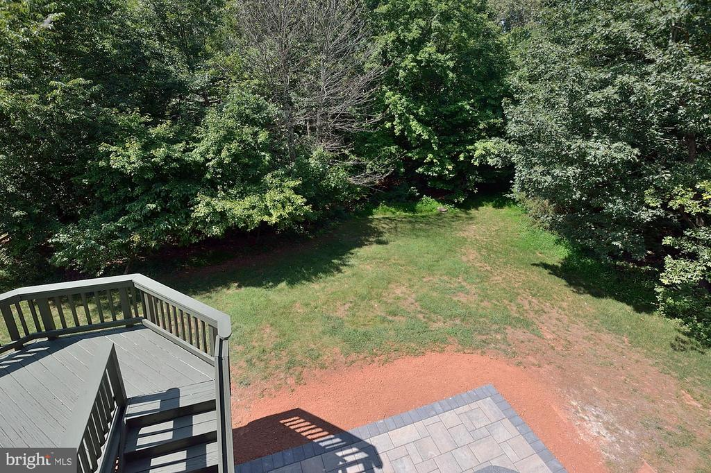 View of deck and newer patio - 46441 MONTGOMERY PL, STERLING