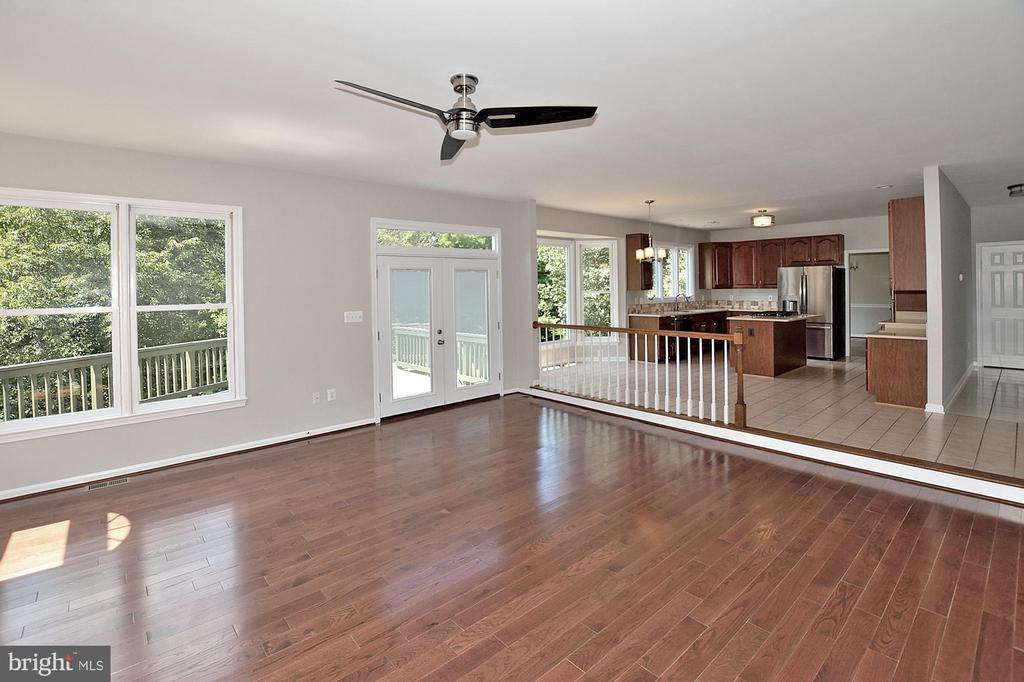 Huge Family Room with hardwoods! - 46441 MONTGOMERY PL, STERLING