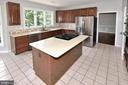 Kitchen with newer quartz countertops - 46441 MONTGOMERY PL, STERLING