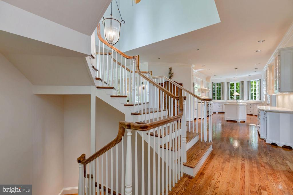 Staircase - 6004 BROOKSIDE DR, CHEVY CHASE