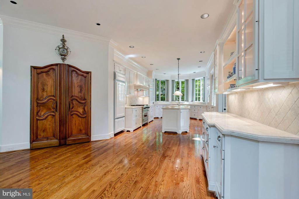 Looking from Breakfast to Kitchen - 6004 BROOKSIDE DR, CHEVY CHASE
