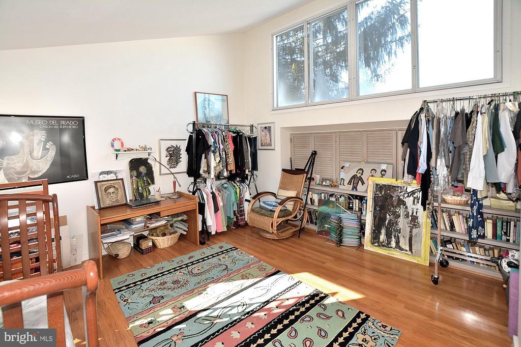 Bedroom or studio loft - 11312 WEDGE DR, RESTON
