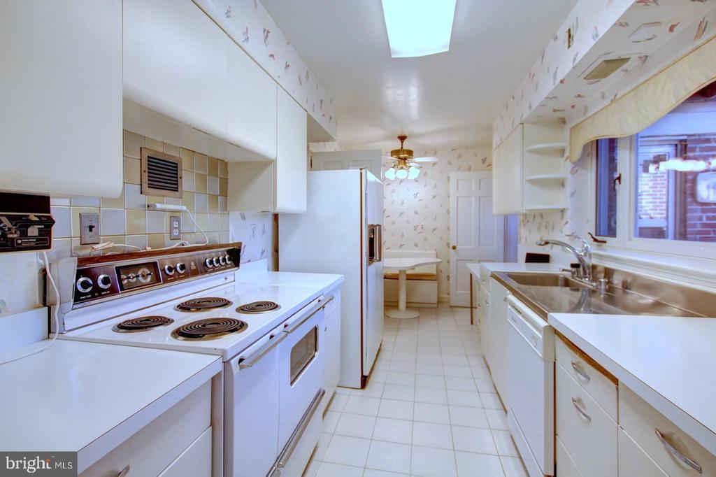 Kitchen - 4206 COLLEGE HEIGHTS DR, UNIVERSITY PARK