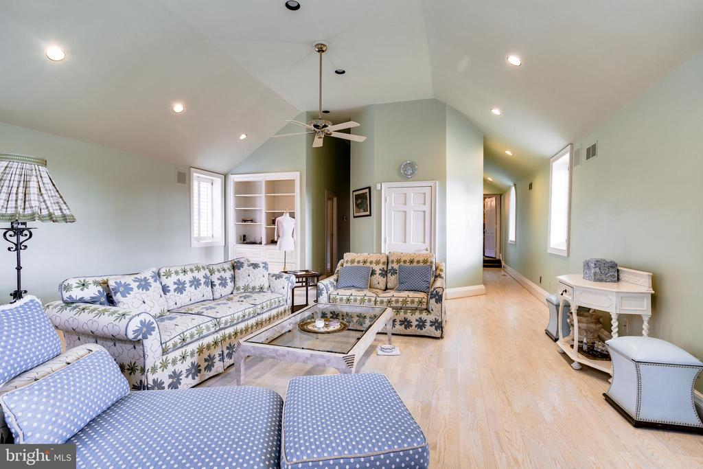 Upper level Play Room/Hobby room - 11408 HIGHLAND FARM CT, POTOMAC