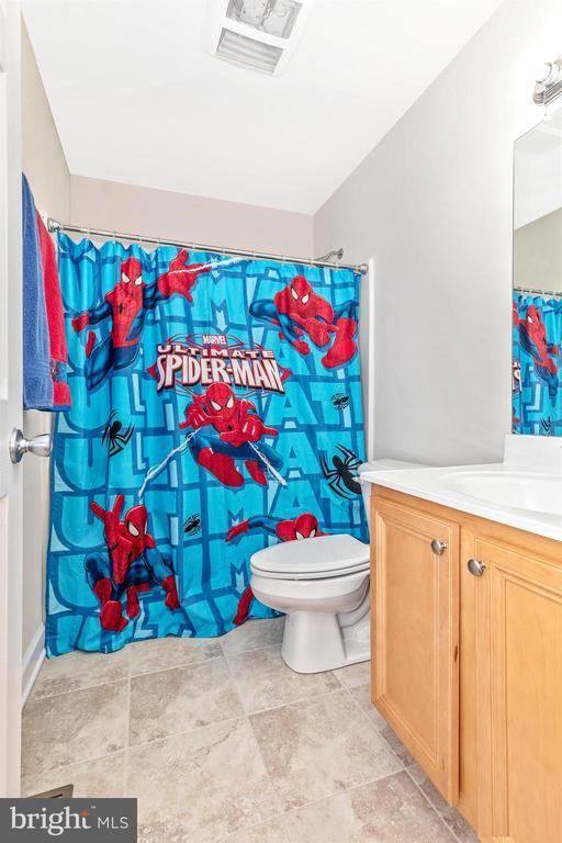 Upper Level Full Bathroom-Hall - 6801 OAKCREST CT, NEW MARKET