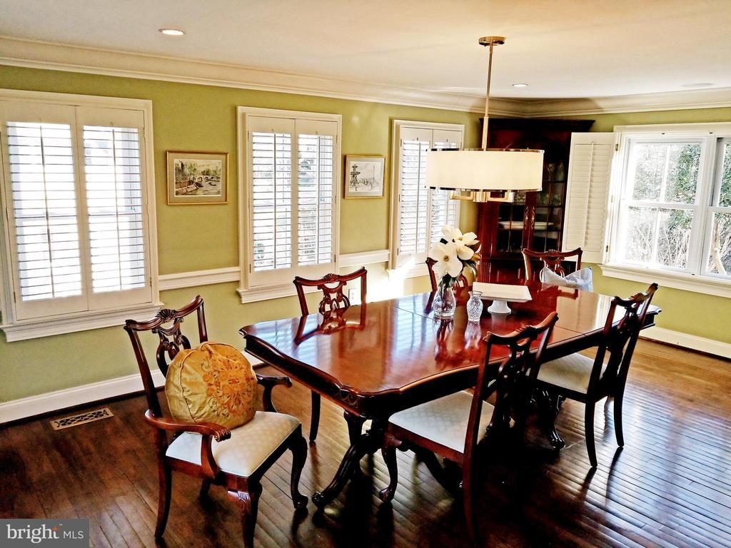 Formal Dinner Parties For 30! - 6012 GROVE DR, ALEXANDRIA