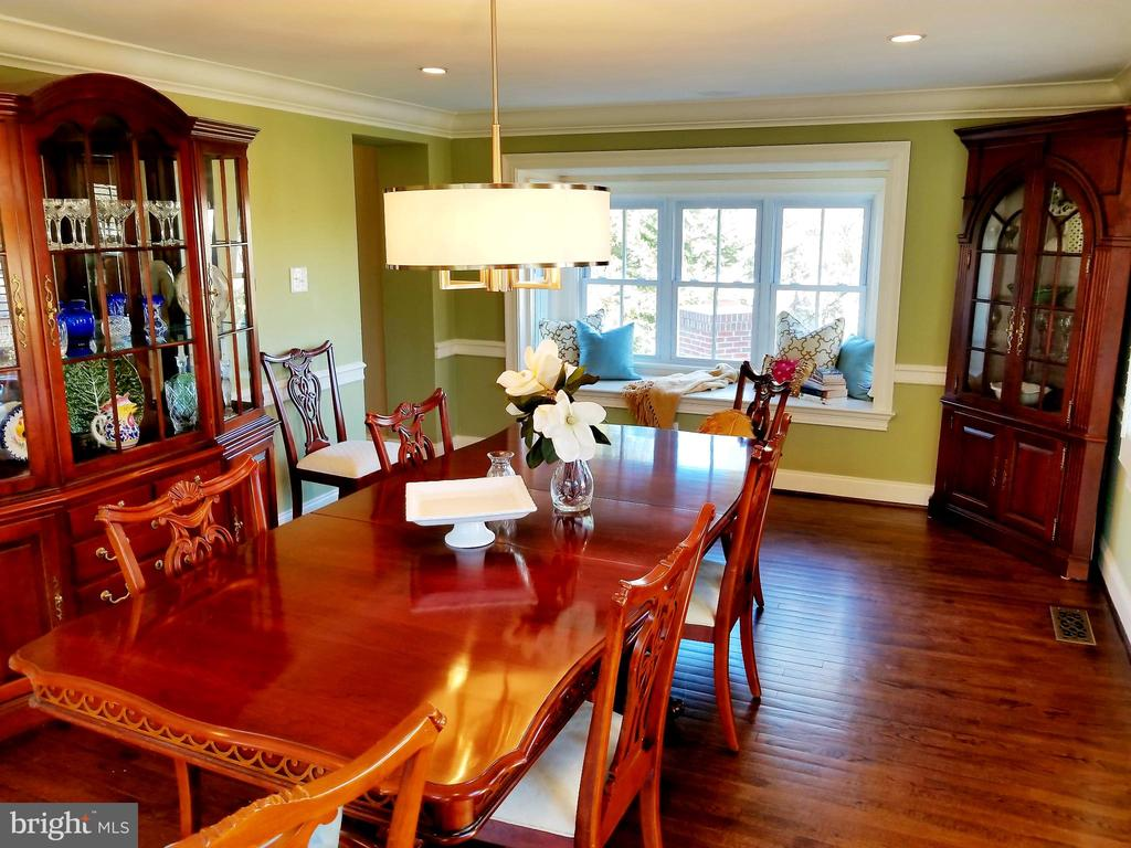 Cozy Dinners For 4! - 6012 GROVE DR, ALEXANDRIA