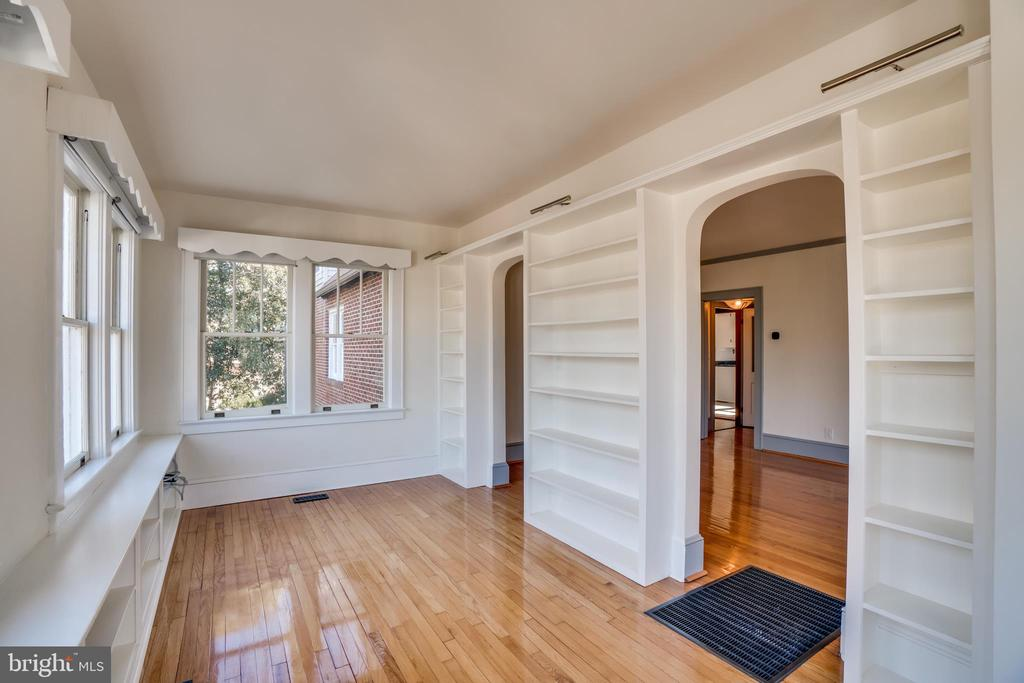 Built Ins in Sunroom would make great Office/Lib - 405 FORBES ST, FREDERICKSBURG