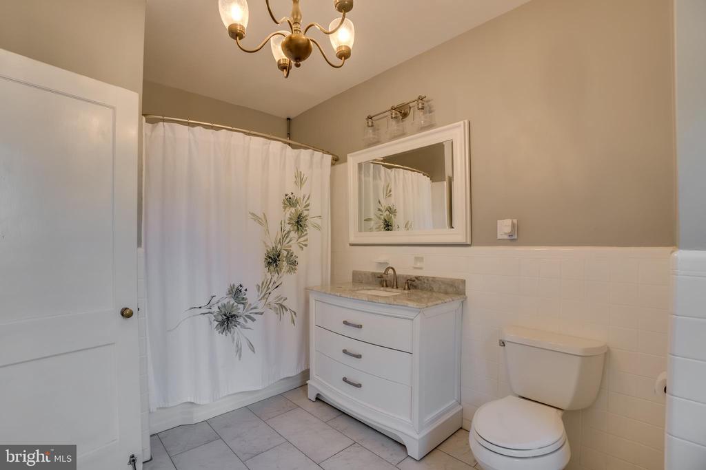 Newly Remodeled Upper Bathroom - 405 FORBES ST, FREDERICKSBURG