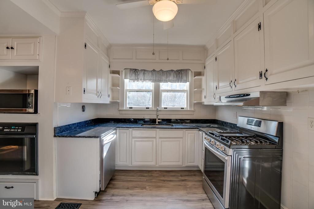 Stainless Steel Energy Efficient Appliances - 405 FORBES ST, FREDERICKSBURG