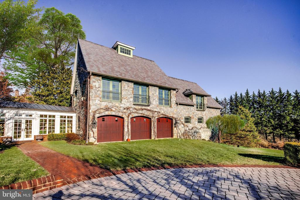 The Villa with a 3 car garage - 11408 HIGHLAND FARM CT, POTOMAC