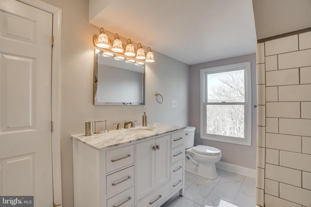 Newly Master Bathroom with Large Vanity - 405 FORBES ST, FREDERICKSBURG