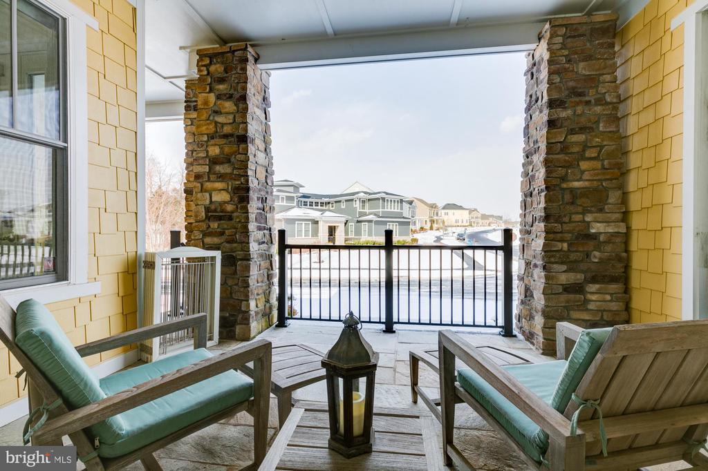 Main level balcony off foyer - 41621 WHITE YARROW CT, ASHBURN