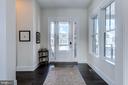 Bright welcoming foyer - 41621 WHITE YARROW CT, ASHBURN