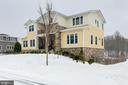 Plenty of space between homes - 41621 WHITE YARROW CT, ASHBURN