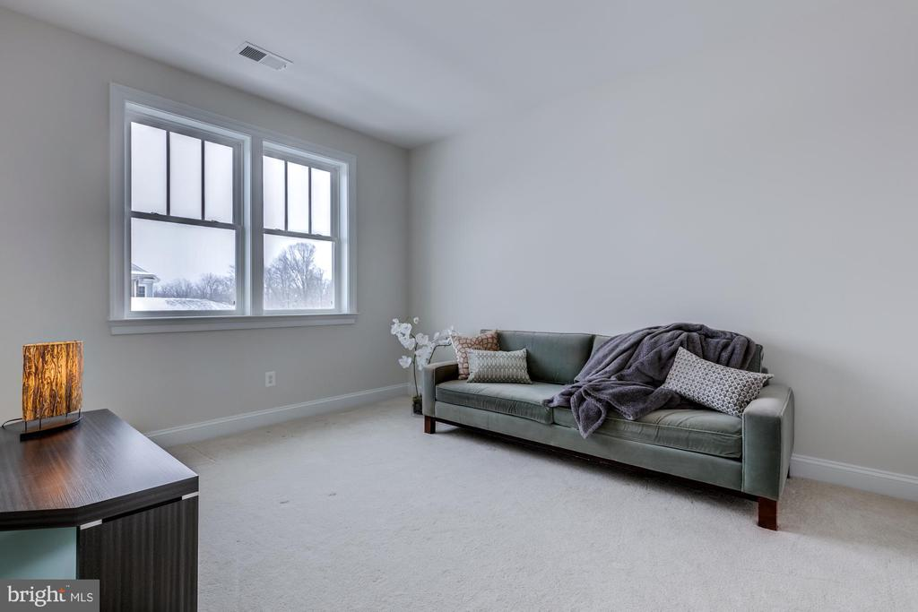 Bedroom 3 with large closet - 41621 WHITE YARROW CT, ASHBURN