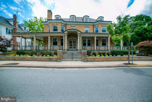 для того Продажа на 70 W MAIN Street Penns Grove, Нью-Джерси 08069 Соединенные Штаты