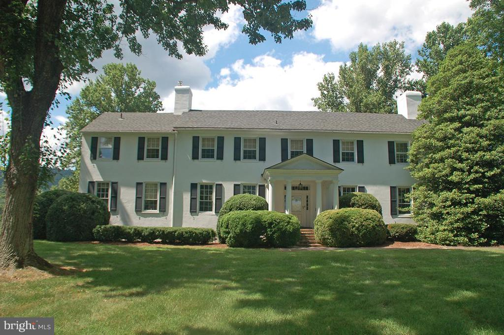 Historic Manor House c. 1820 - 20854 TRAPPE, UPPERVILLE