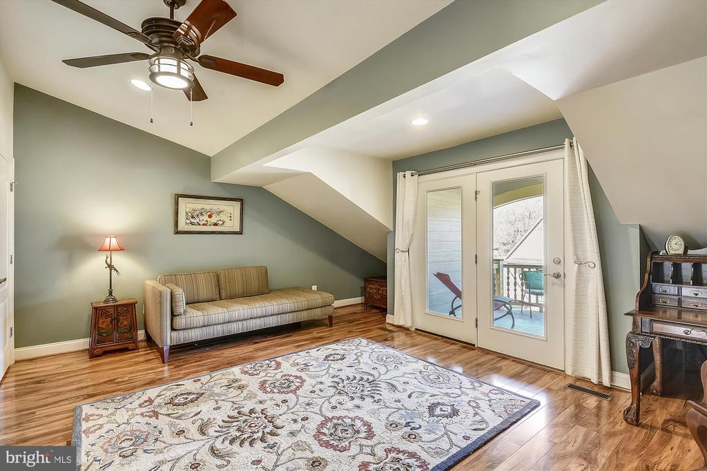 Loft bedroom could be recreation room or office - 217 MILL ST, OCCOQUAN
