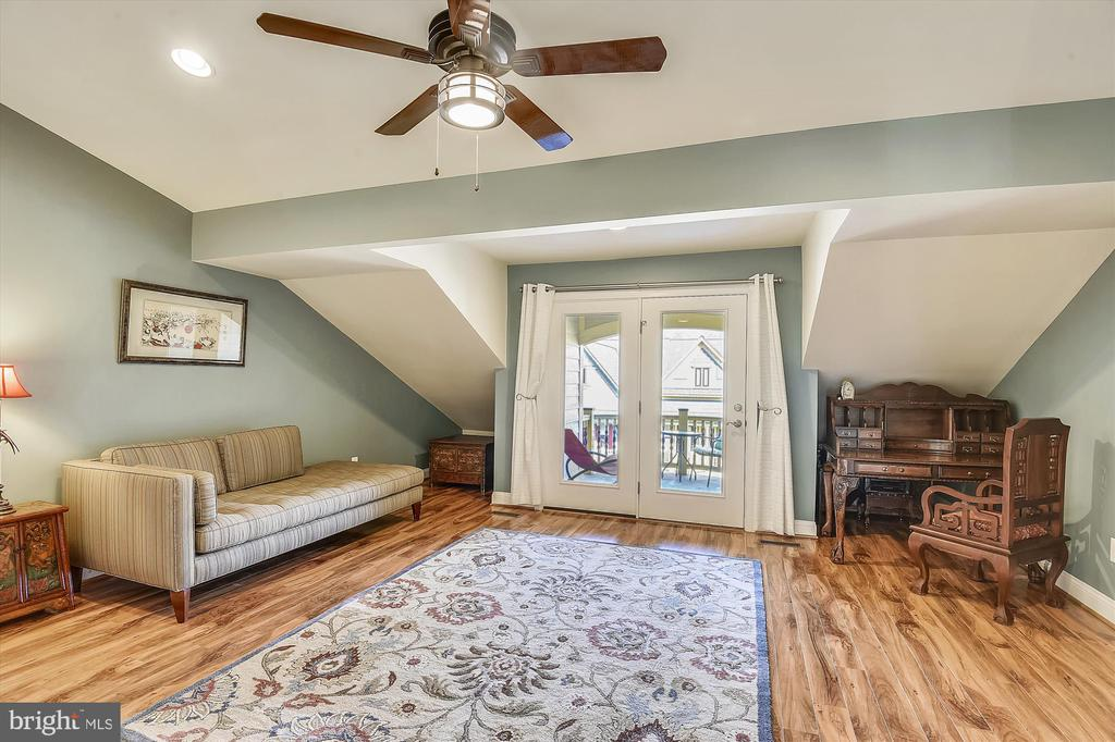 Large balcony for enjoying your river views - 217 MILL ST, OCCOQUAN