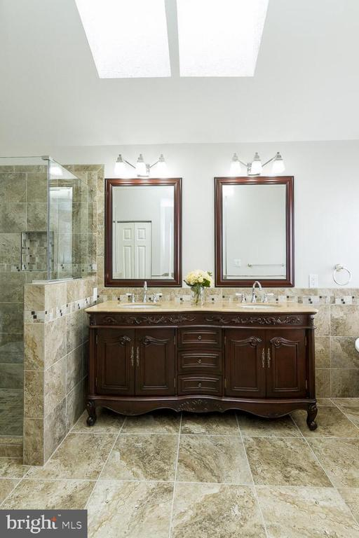 En Suite has beautiful Double Vanities - 9310 E CARONDELET DR, MANASSAS PARK