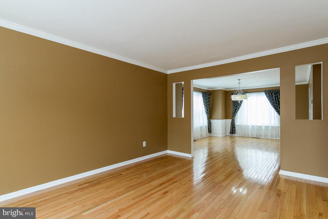 Additional photo for property listing at 9310 E Carondelet Dr 9310 E Carondelet Dr Manassas Park, Virginia 20111 United States