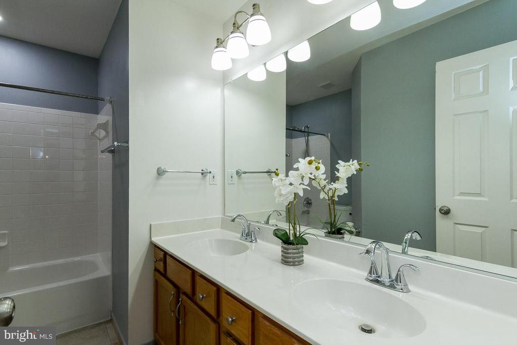 Upstairs Hall Bath also has Double Vanities - 9310 E CARONDELET DR, MANASSAS PARK