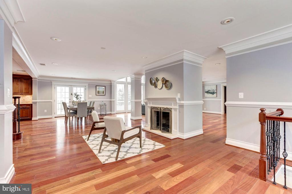 - 11420 LUXMANOR RD, NORTH BETHESDA