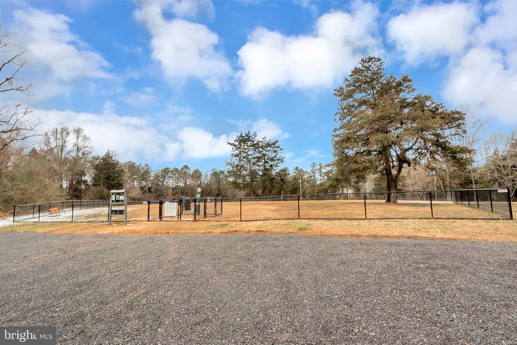 Dog park within walking distance - 1406 LAKEVIEW PKWY, LOCUST GROVE